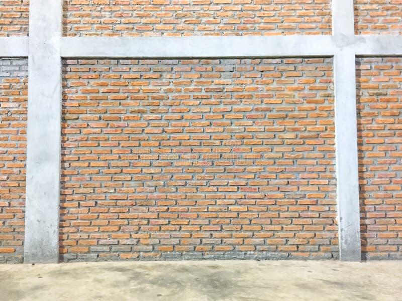 Hintergrund von alten Weinlesebacksteinmauerbeschaffenheiten mit leerem Zement lizenzfreies stockfoto