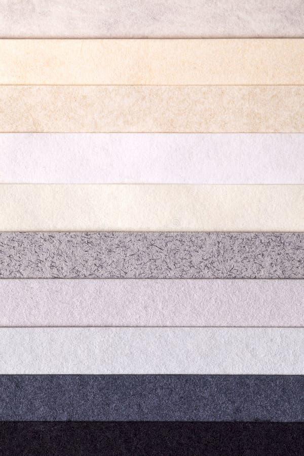 Hintergrund von bunten horizontalen parallelen Papierstreifen stockfotografie