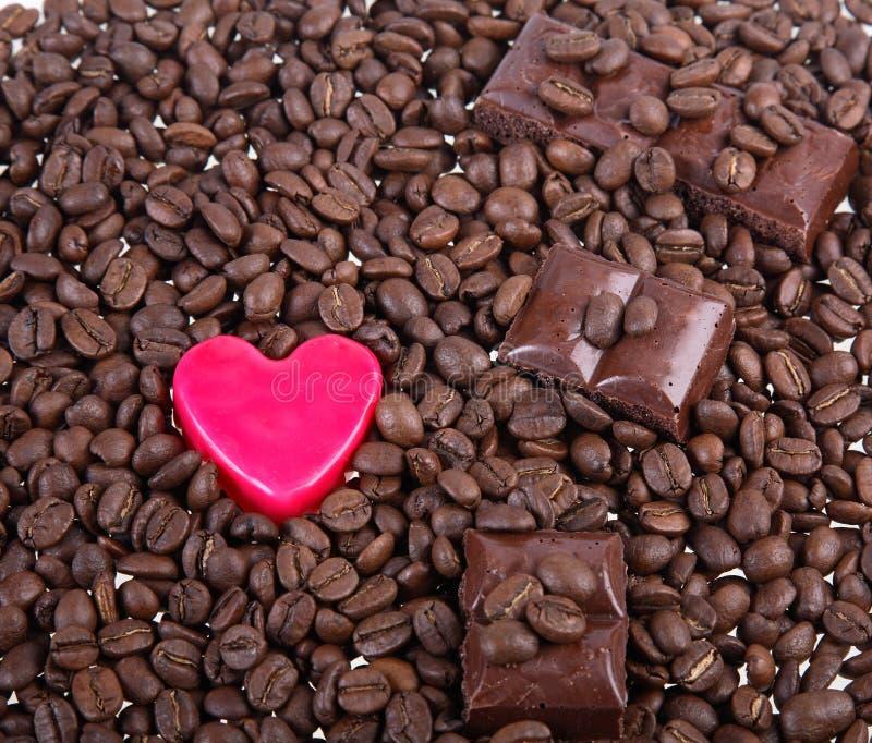 Hintergrund von den Körnern des Kaffees lizenzfreie stockbilder