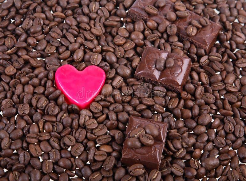 Hintergrund von den Körnern des Kaffees stockfotografie