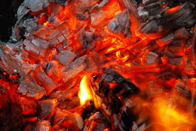 Hintergrund von der brennenden Holzkohle lizenzfreie stockfotografie