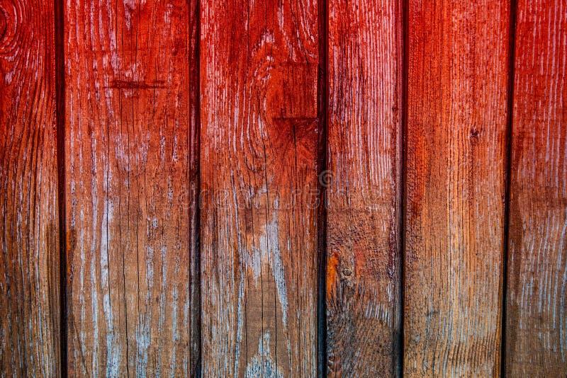 Hintergrund von dunkelbraunen alten Brettern, mit blutigen Streifen lizenzfreies stockbild