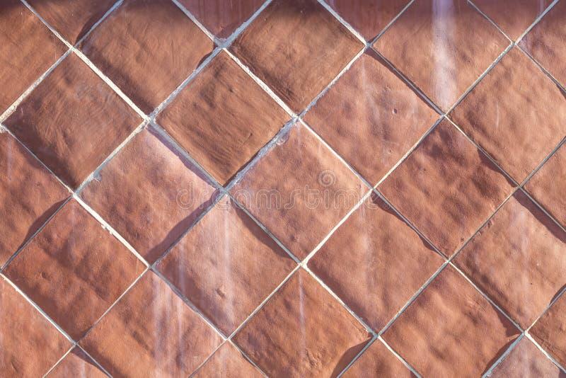 Hintergrund von harmonischen cotto Fliesen im Rot stockfotos