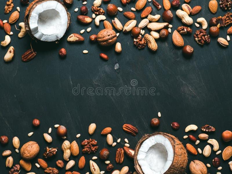 Hintergrund von Mischnüssen mit Kopienraum stockfotos
