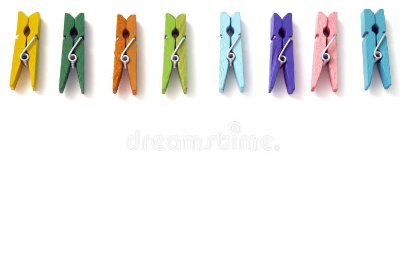 Hintergrund von multi farbigen Leinenwäscheklammern lizenzfreies stockfoto