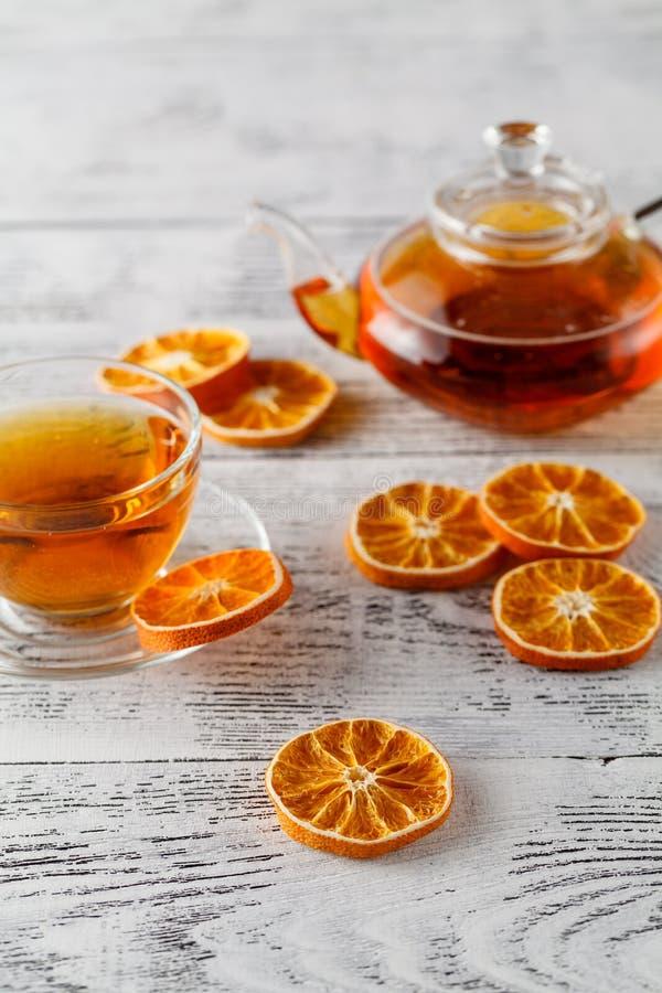 Hintergrund von Ringen der getrockneten Orange und der Zitrone stockfotografie