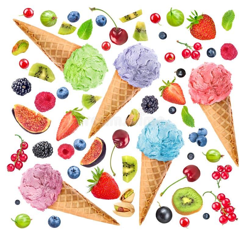 Hintergrund von verschiedenen Beeren und von bunter Eiscreme stockbilder