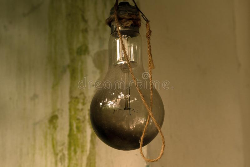 Hintergrund, Weinlesefoto der gebrannten Glühlampe lizenzfreies stockbild