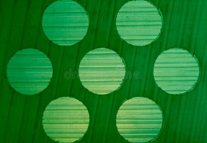 Hintergrundbeschaffenheitsabstufungen und Kreismuster auf grünem Plastik lizenzfreie stockfotografie