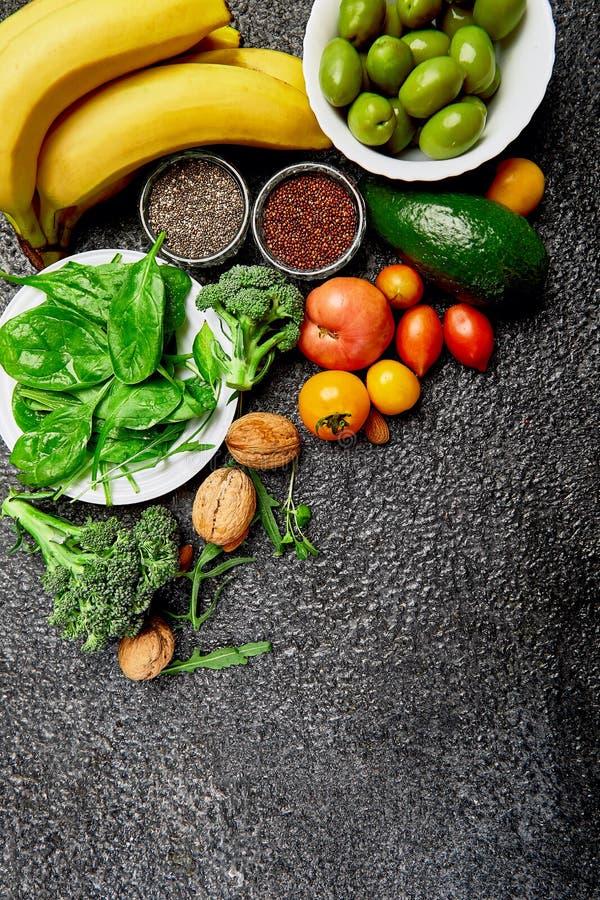 Hintergrundgesunde Ernährung für Herz Gesunde Ernährung, Ernährung und Leben frisches Obst und Gemüse, Beeren und Nüsse Gesunder  lizenzfreie stockfotografie