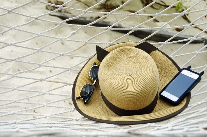 Hintergrundhängematte und tropische Strandurlaubwesensmerkmale stockbild