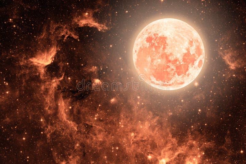 Hintergrundnächtlicher himmel mit Sternen und Mond und Wolken Korallenrote Farbe stockfotos