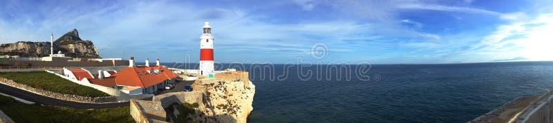 Hintergrundpanoramablick des Gibraltar-Punkt-Leuchtturm Europa-Punktes und des Atlantiks, Gibraltar stockbild