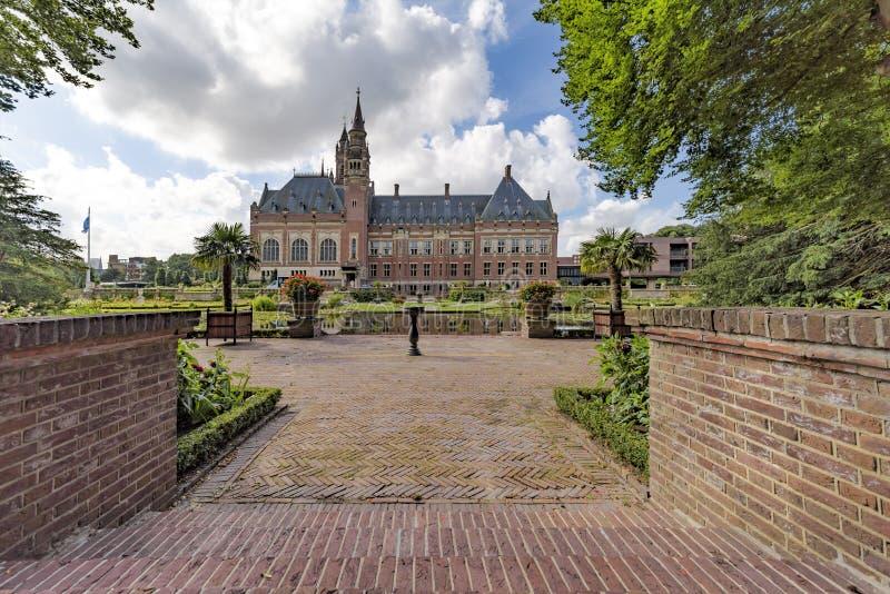 Download Hinterhof Des Friedenspalastes Stockbild - Bild von einbürgern, holland: 96931899
