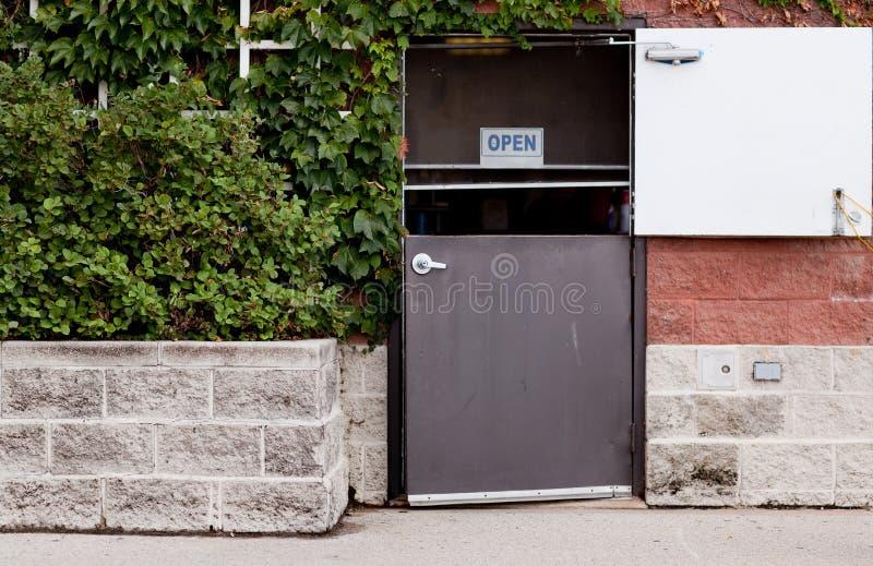 Hintertür zur Gaststätte lizenzfreie stockbilder