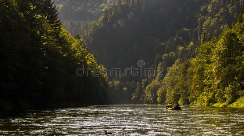 Hinunter den Fluss Dunajec flößen, Pieniny, Slowakei lizenzfreies stockbild