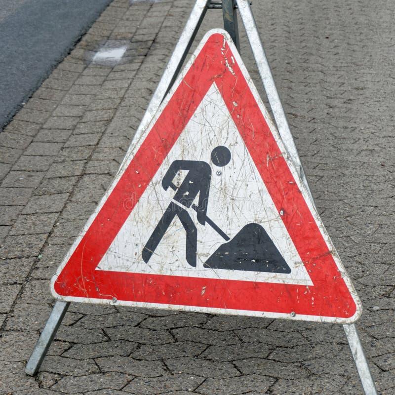 Hinweiszeichen und Warnung einer Baustelle lizenzfreies stockbild