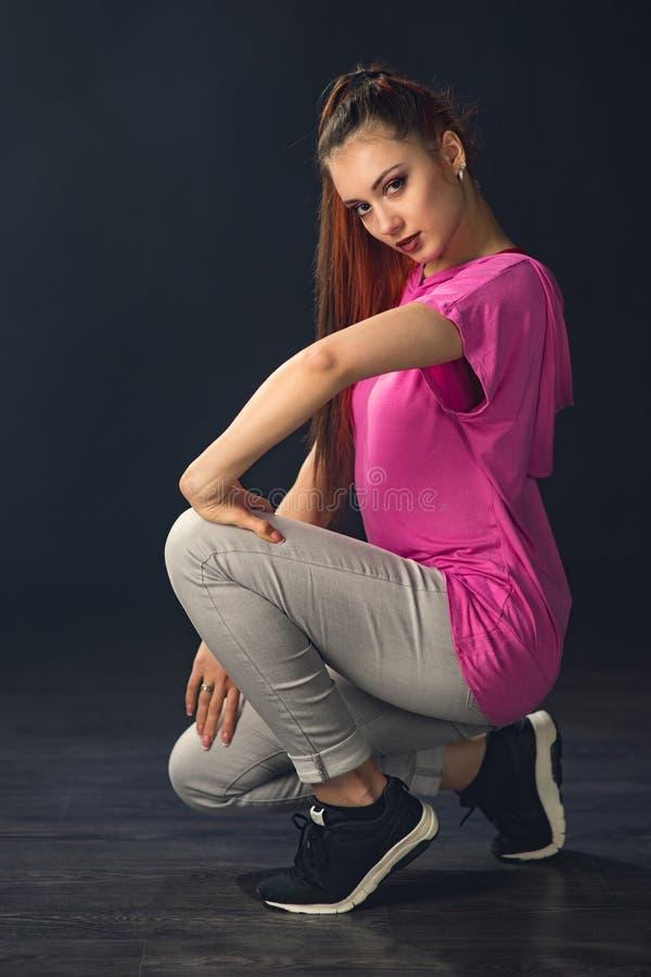 Hip-hop bonito novo da dança do dançarino da menina imagens de stock