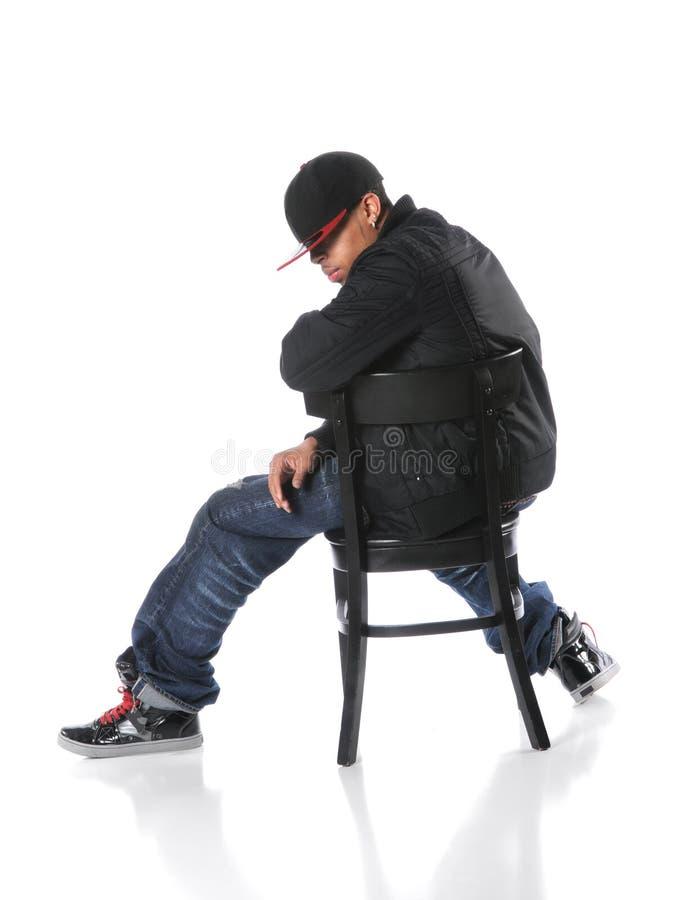 Download Hip Hop-Mann-Sitzen stockbild. Bild von rapper, verschiedenartigkeit - 9089239