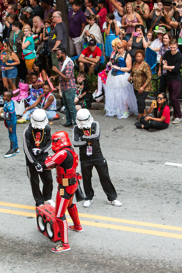 Hip Hop-Sturm-Soldat-Haltung in Atlanta Dragon Con Parade lizenzfreies stockbild