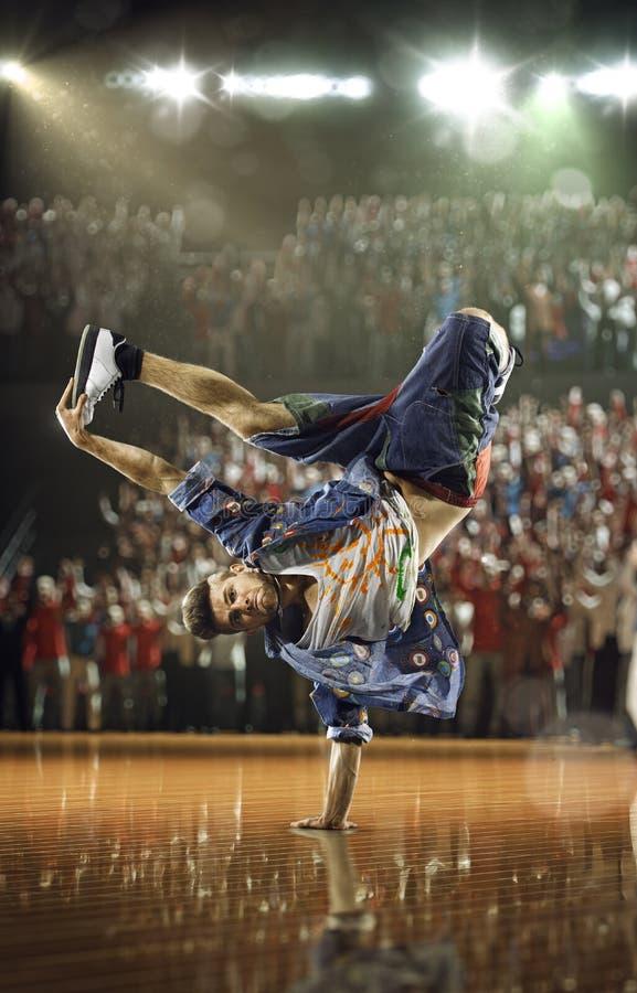 Hip-Hop-Tänzerherausforderung lizenzfreie stockfotografie