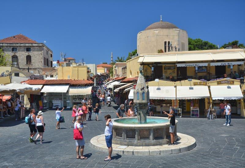Hipocrates广场在罗得岛历史的老镇  免版税库存照片