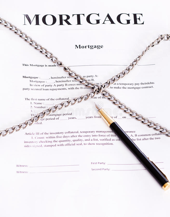 Hipoteka. Kontraktacyjny opleciony łańcuch i pióro obraz royalty free