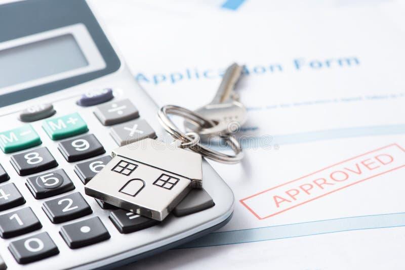 Hipoteka Zatwierdzający Pożyczkowy dokument Z Domowymi kluczami zdjęcia stock