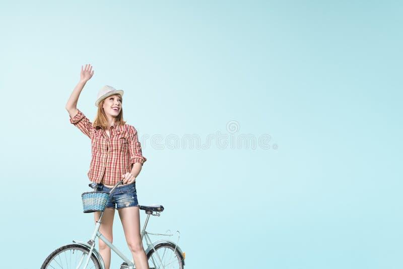 Hippie auf dem Fahrrad stockfotografie