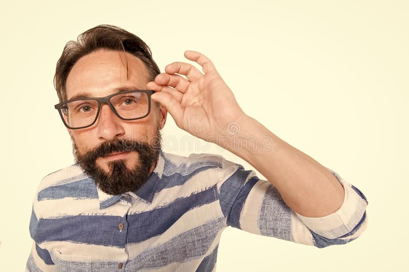 Hipster στα γυαλιά στο άσπρο υπόβαθρο Πορτρέτο ψάρι-ματιών του γενειοφόρου τύπου στα γυαλιά Έκπληκτος poindexter στο λευκό Τύπος  στοκ εικόνες