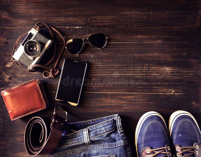 hipster εξάρτημα μόδας ατόμων παλαιό σε ξύλινο στοκ εικόνα με δικαίωμα ελεύθερης χρήσης