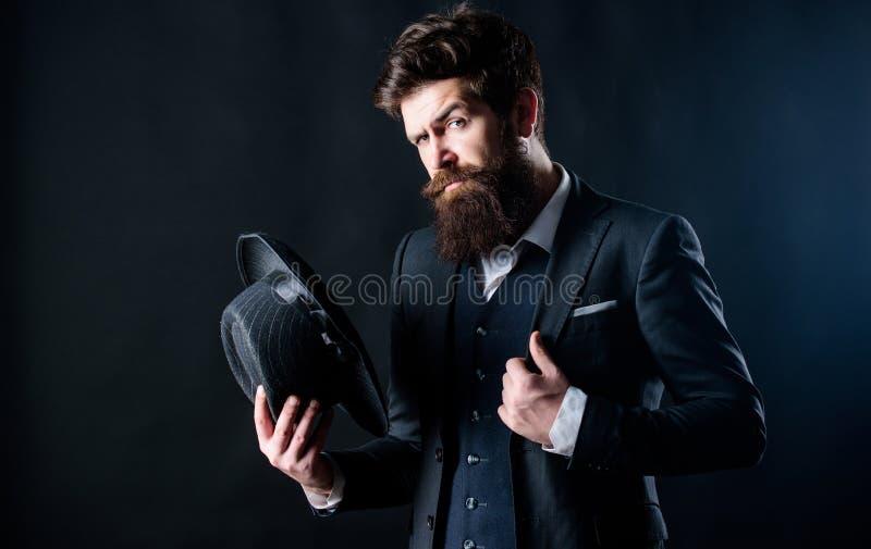 Κομψό και μοντέρνο hipster Αναδρομικό καπέλο μόδας Άτομο με το καπέλο Εκλεκτής ποιότητας μόδα Το άτομο εκαλλώπισε καλά το γενειοφ στοκ εικόνες