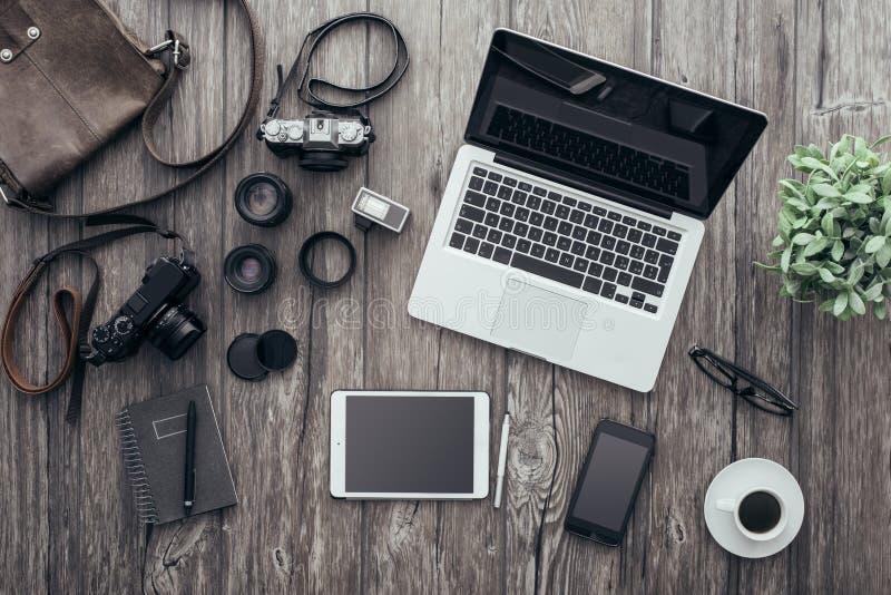 Hipster freelance fotograaf royalty-vrije stock foto