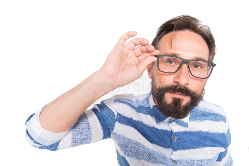 Hipster in glazen op witte achtergrond Vis-oog portret van gebaarde kerel Verrast poindexter op wit Nerdkerel in blauw overhemd stock foto