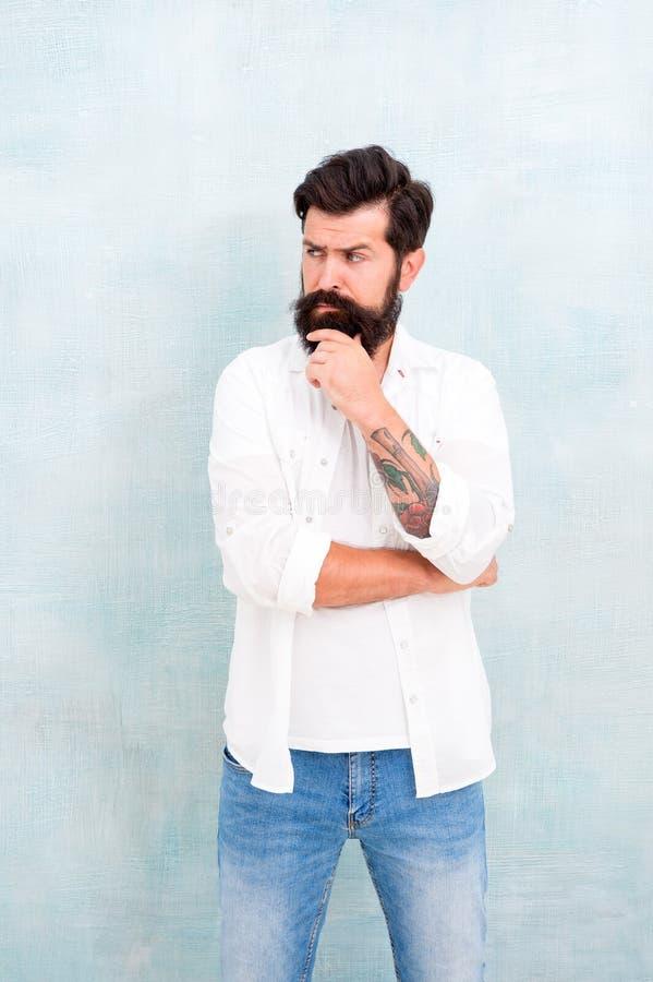 Hipster lange baard en snor Eenvoudig en toevallig Het toevallige stijl dagelijkse leven Zomermodetrend Mannelijke bui stock foto
