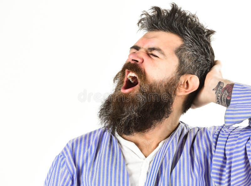 Hipster met baard en snor met slordig haar draagt badjas stock foto's