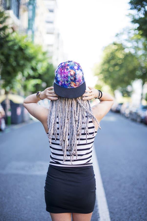 Hipster mooie jonge vrouw stock fotografie