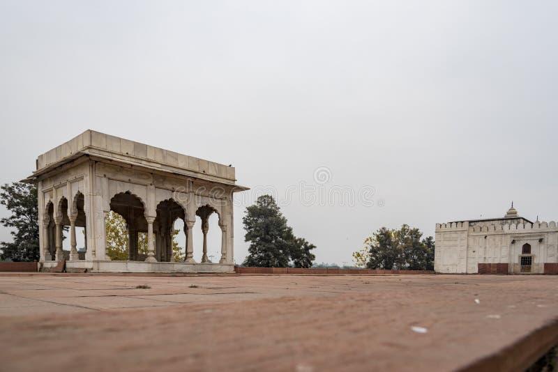 Hira Mahal is een paviljoen in het Rode Fort in Delhi Het is een vier-opgeruimd paviljoen van wit marmer stock foto's