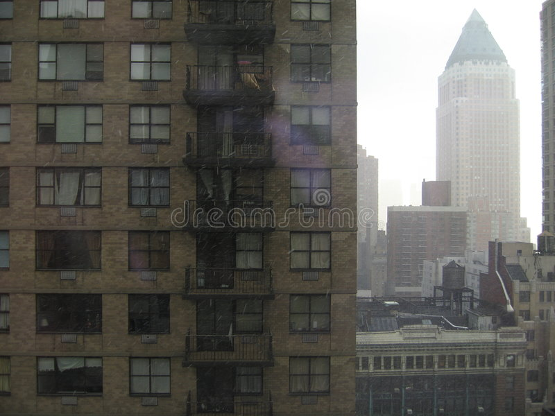 Download Hirises de Manhattan image stock. Image du midtown, ciel - 2126309