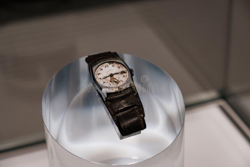 HIROSHIMA, JAPÃO - 5 DE FEVEREIRO DE 2018: O relógio que parou no momento da explosão nuclear no museu do memorial da paz de Hiro imagem de stock