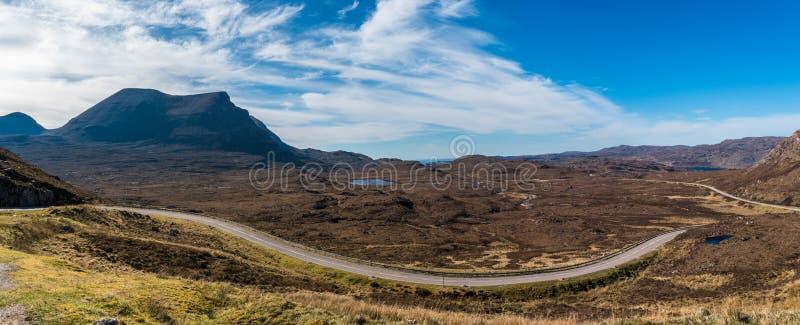 Hisnande lantligt berglandskap royaltyfri bild