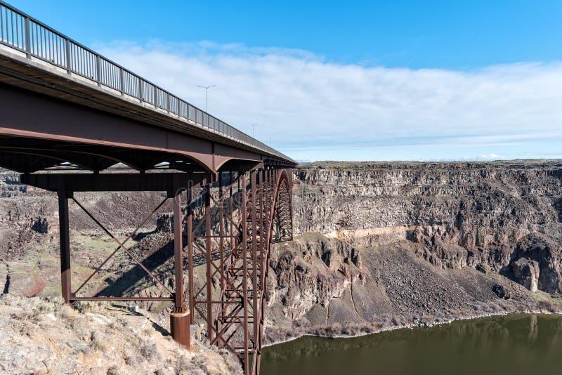 Hisnande sikt av bron, Snake River kanjon, Idaho royaltyfria foton