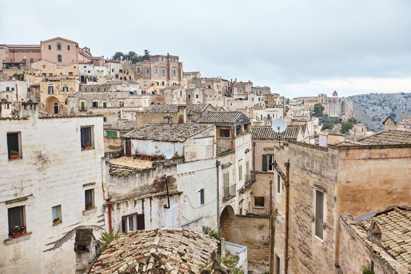 Hisnande sikt av den forntida staden av Matera, sydliga Italien royaltyfri bild