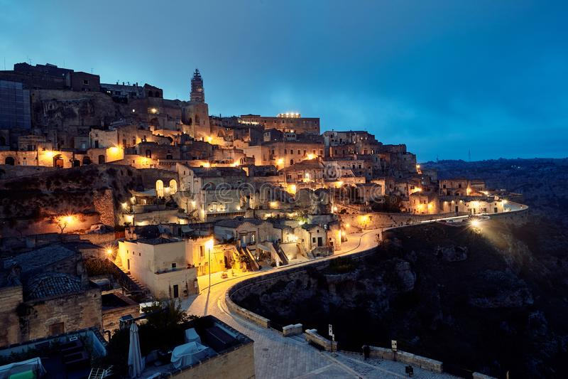 Hisnande sikt av den forntida staden av Matera, sydliga Italien fotografering för bildbyråer