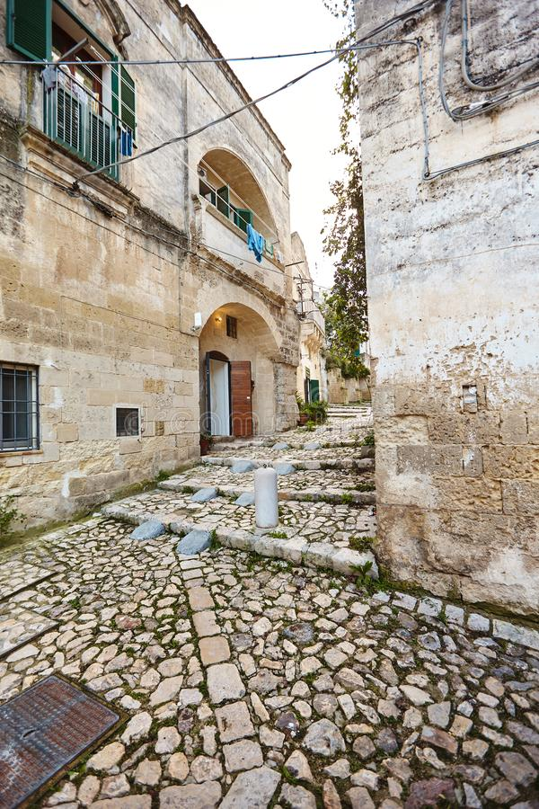 Hisnande sikt av den forntida staden av Matera, sydliga Italien arkivfoto