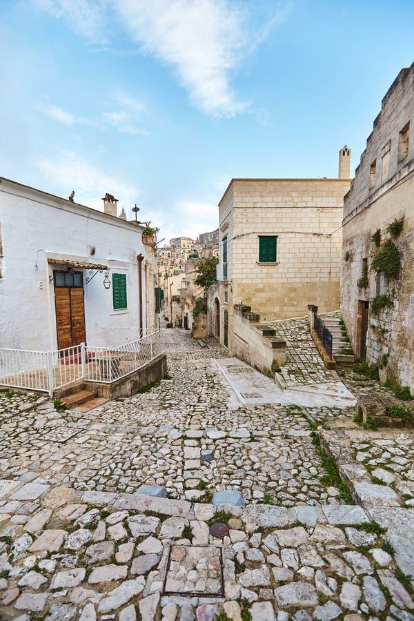 Hisnande sikt av den forntida staden av Matera, sydliga Italien arkivfoton