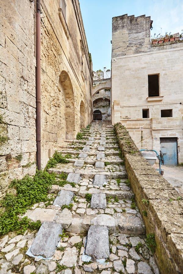 Hisnande sikt av den forntida staden av Matera, sydliga Italien arkivbilder