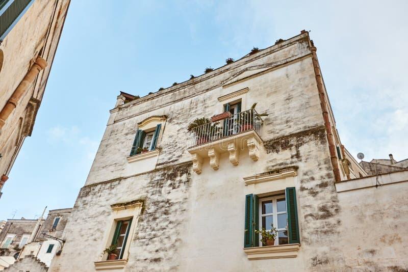 Hisnande sikt av den forntida staden av Matera, sydliga Italien royaltyfria foton