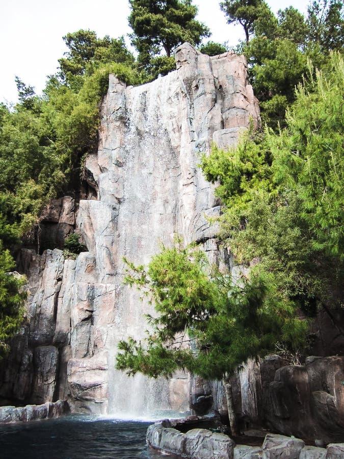 Hisnande vattenfall royaltyfri fotografi