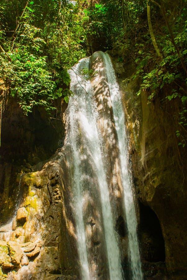Hisnande vattenfall, Filippinerna Sebu royaltyfria foton